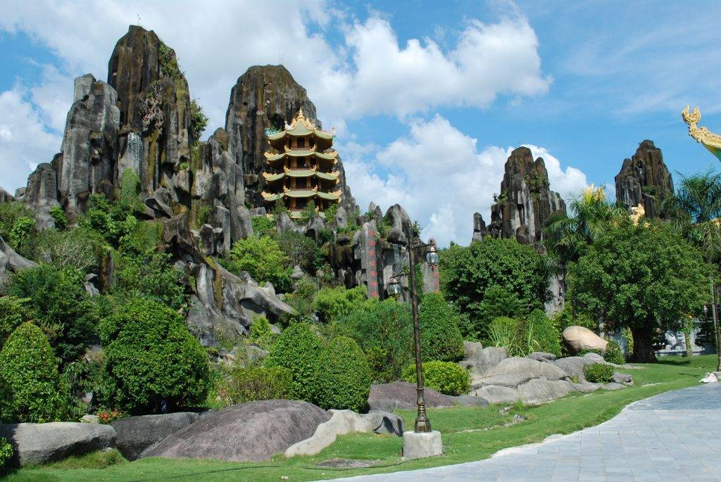Marble-Mountains-Da-Nang-Hue-to-Hoi-An-by-private-car