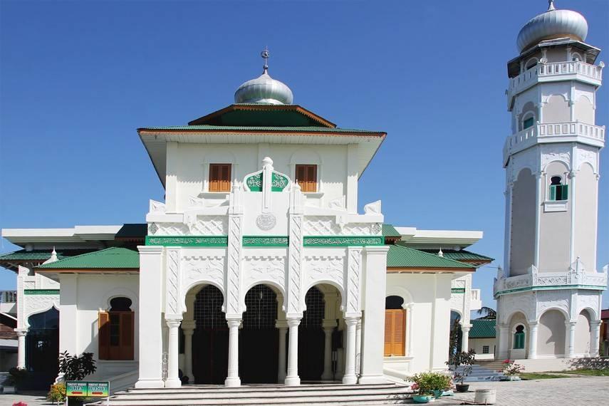 Masjid_Baiturrahim_merupakan_tempat_wisata_ziarah_tsunami_sekaligus_tujuan_wisata_sejarah