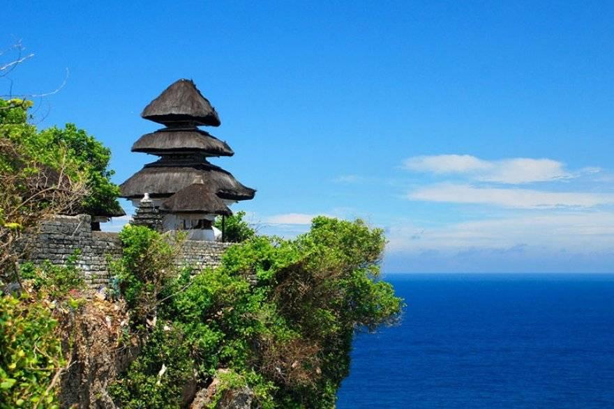 Uluwatu-Temple-Bali-Indonesia-003-nf53p51yhp2hdizy39rnbq6i7r9f14iijc3okf39pq