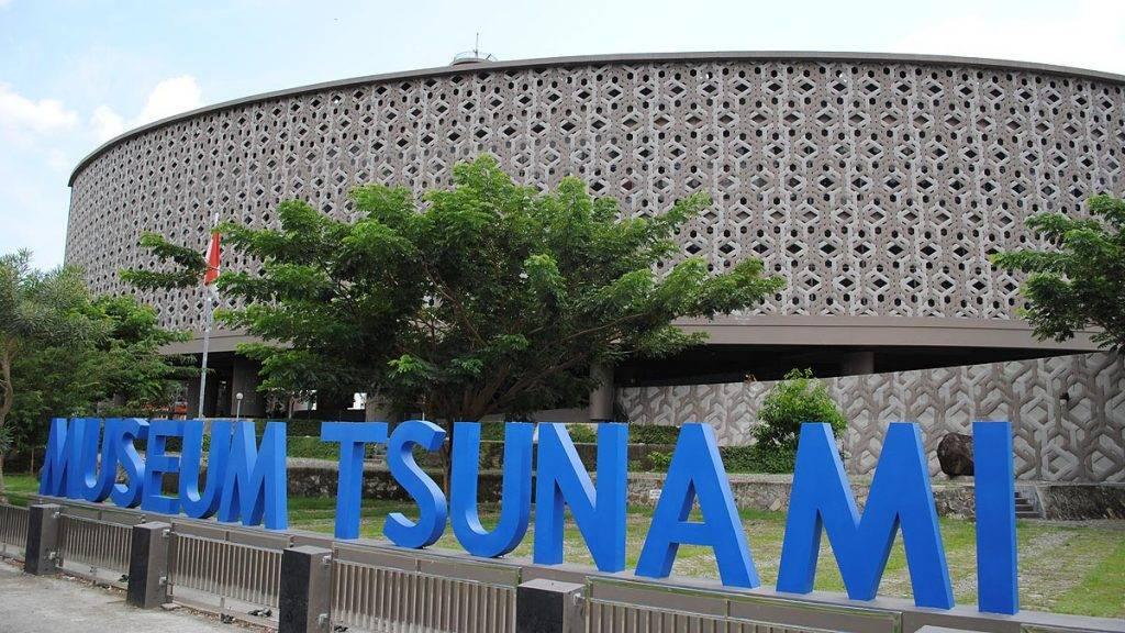 large-foto-museum-tsunami-aceh-980e02a453df7cc377660692dd1e5112